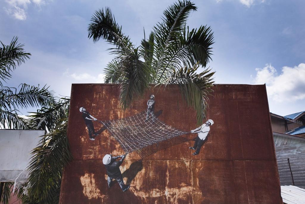 Strøk aka Anders Gjennestad Bukit Lawang Street Art Orangutans Sumatra